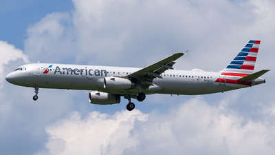 A picture of N916US - Airbus A321231 - American Airlines - © Evan Dougherty