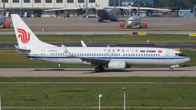 B-5572 - Boeing 737-89L - Air China