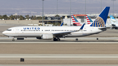 A picture of N18243 - Boeing 737824 - United Airlines - © David Lee