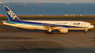 JA702A - Boeing 777-281 - All Nippon Airways (ANA)