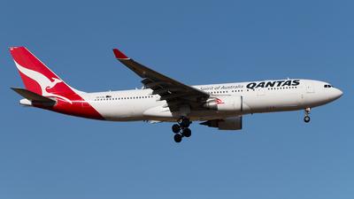 VH-EBA - Airbus A330-201 - Qantas