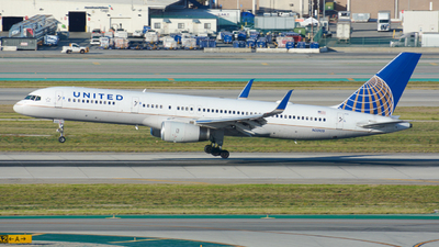 A picture of N33103 - Boeing 757224 - United Airlines - © Yishan Zhong