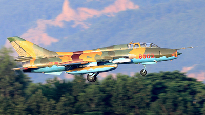 8563 - Sukhoi Su-22UM3K Fitter G - Vietnam - Air Force