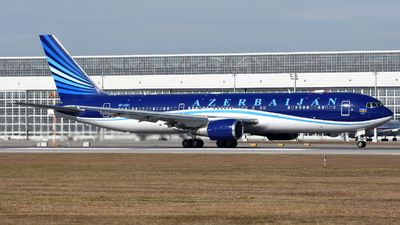 A picture of 4KAI01 - Boeing 76732L(ER) - Azerbaijan Airlines - © Martin Nimmervoll