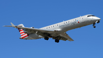 A picture of N522AE - Mitsubishi CRJ701ER - American Airlines - © Rod Dermo
