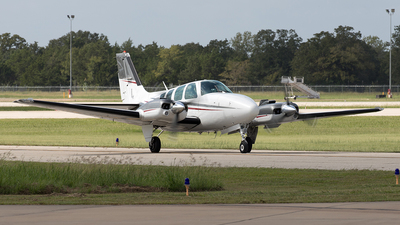A picture of N22TY - Beech 58 Baron - [TH1826] - © Yixin Chen