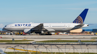 A picture of N774UA - Boeing 777222 - United Airlines - © Haocheng Fang