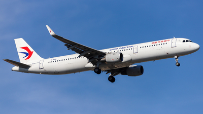 A picture of B8861 - Airbus A321211 - China Eastern Airlines - © JIN SHENGWEI