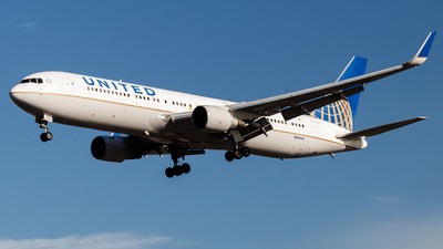 A picture of N666UA - Boeing 767322(ER) - United Airlines - © Tommy.L