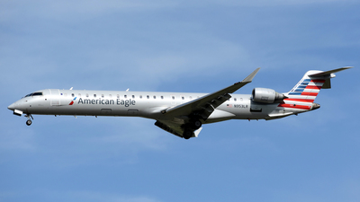 A picture of N953LR - Mitsubishi CRJ900LR - American Airlines - © DJ Reed - OPShots Photo Team
