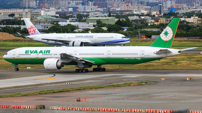 A picture of B16707 - Boeing 77735E(ER) - EVA Air - © Cheng Wei Ho