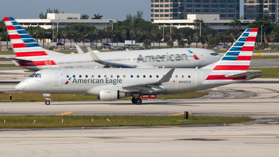 A picture of N442YX - Embraer E175LR - American Airlines - © Joe Waxman