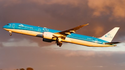 A picture of PHBKD - Boeing 78710 Dreamliner - KLM - © Paul Kalbitz