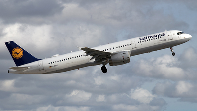 A picture of DAISK - Airbus A321231 - Lufthansa - © Robin Langfelder