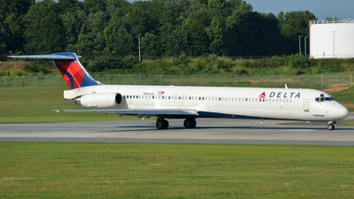 N904DL - McDonnell Douglas MD-88 - Delta Air Lines