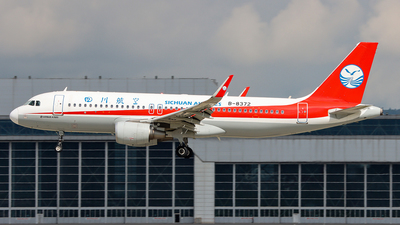 A picture of B8372 - Airbus A320214 - Sichuan Airlines - © ChengFJ