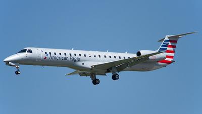 N685AE - Embraer ERJ-145LR - American Eagle (ExpressJet Airlines)