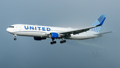 A picture of N664UA - Boeing 767322(ER) - United Airlines - © Thierry Weber