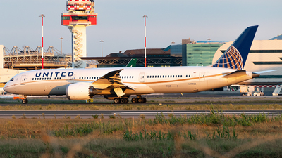 A picture of N27958 - Boeing 7879 Dreamliner - United Airlines - © Daniel Veronesi - RomeAviationSpotters