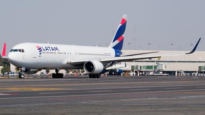 A picture of CCCWY - Boeing 767316(ER) - LATAM Airlines - © Ricardo Mungarro - MAS Aviation Press
