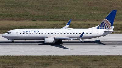A picture of N75410 - Boeing 737924 - United Airlines - © Alejandro Hndez
