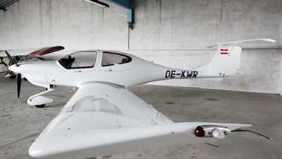 OE-KWR - Diamond DA-40 Diamond Star - Private