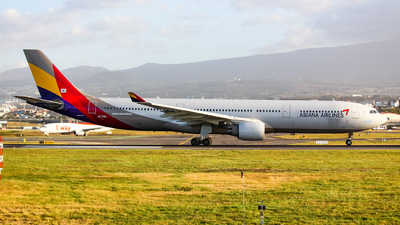 A picture of HL7793 - Airbus A330323 - Asiana Airlines - © jeju aviation
