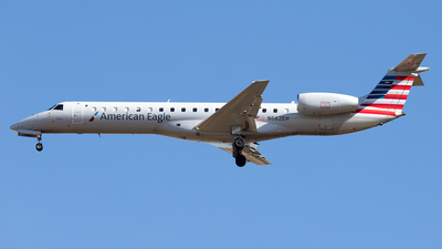 A picture of N662EH - Embraer ERJ145LR - American Airlines - © Yixin Chen