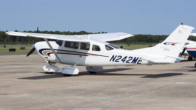 A picture of N242ME - Cessna 206H Stationair - [20608112] - © Dan Sullivan