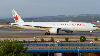A picture of CFRAM - Boeing 777333(ER) - Air Canada - © Mateo León