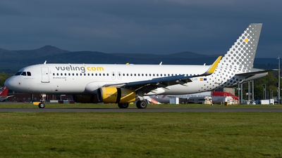 A picture of ECLVV - Airbus A320232 - Vueling - © Ian McGregor