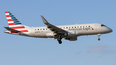 A picture of N418YX - Embraer E175LR - American Airlines - © Felipe Garcia