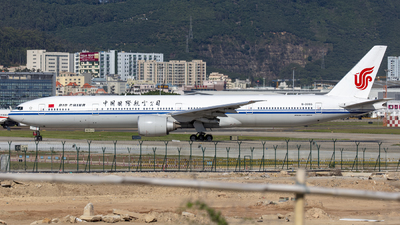 A picture of B2085 - Boeing 77739L(ER) - Air China - © Eric Wang