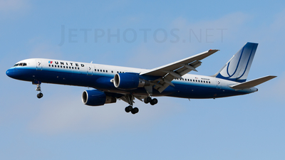 N585UA - Boeing 757-222 - United Airlines