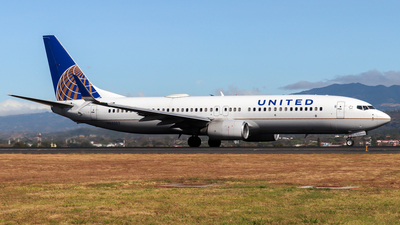 A picture of N33203 - Boeing 737824 - United Airlines - © Kenneth Mora Flores KMF777