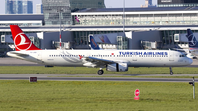 A picture of TCJSD - Airbus A321231 - Turkish Airlines - © Rafal Pruszkowski