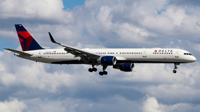 A picture of N585NW - Boeing 757351 - Delta Air Lines - © Eric Page Lu