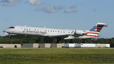 A picture of N738EV - Mitsubishi CRJ701ER - American Airlines - © DJ Reed - OPShots Photo Team
