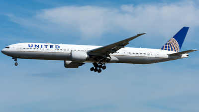 N2341U - Boeing 777-322ER - United Airlines