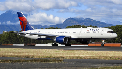 A picture of N682DA - Boeing 757232 - Delta Air Lines - © Marlon Gomez Thompson