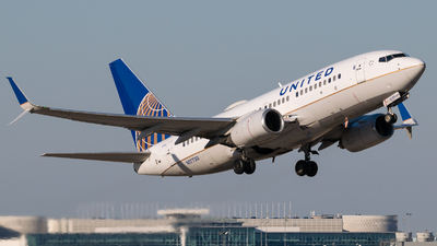 N17730 - Boeing 737-724 - United Airlines