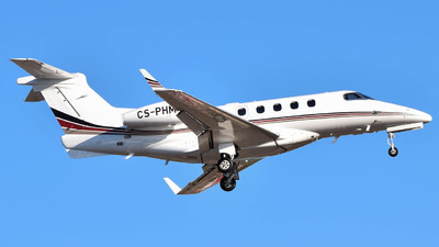 A picture of CSPHM - Embraer Phenom 300 - NetJets - © Saúl Alonso
