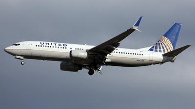A picture of N26226 - Boeing 737824 - United Airlines - © Len Schwartz