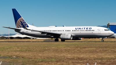 A picture of N37255 - Boeing 737824 - United Airlines - © Alfredo La Red