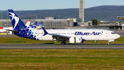 A picture of YRMXC - Boeing 737 MAX 8 - Blue Air - © Laszlo Fekete