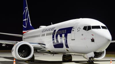 A picture of SPLVB - Boeing 737 MAX 8 - LOT - © Eric Strzala