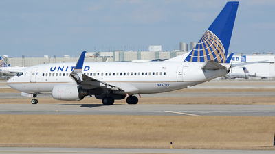 N25705 - Boeing 737-724 - United Airlines