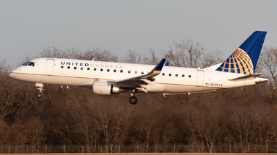 A picture of N726YX - Embraer E175LR - United Airlines - © Saul Hannibal