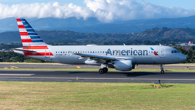 A picture of N114UW - Airbus A320214 - American Airlines - © Cristian Quijano