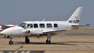 VH-OZM - Piper PA-31-350 Chieftain - Private